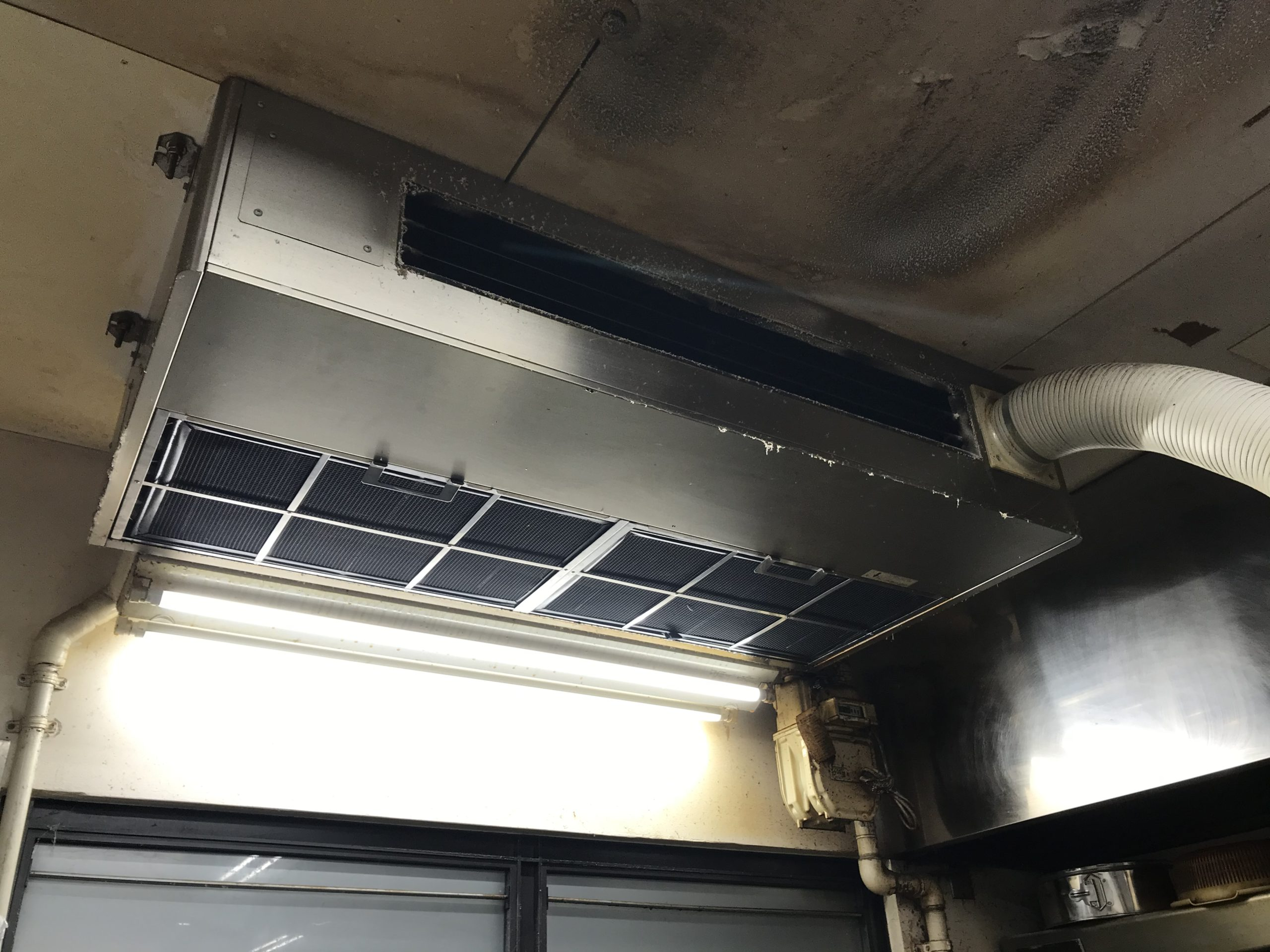 業務用天吊り型エアコン(ダイキン製)